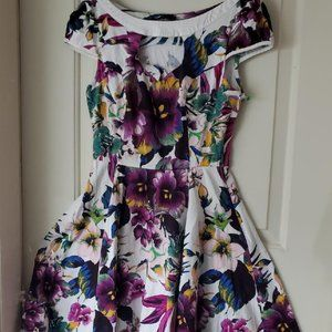 H&R Sz 8 Purple Pansy Fit & Flare Tea Dress